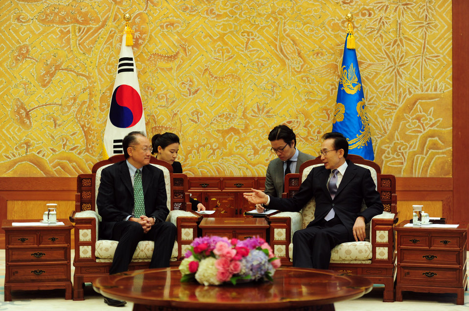 Dr. Jim Yong Kim meeting with South Korean President Lee Myung-Bak