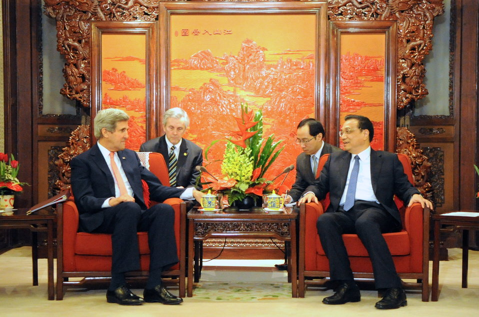 Chinese Premiere Li Greets Secretary Kerry in Beijing