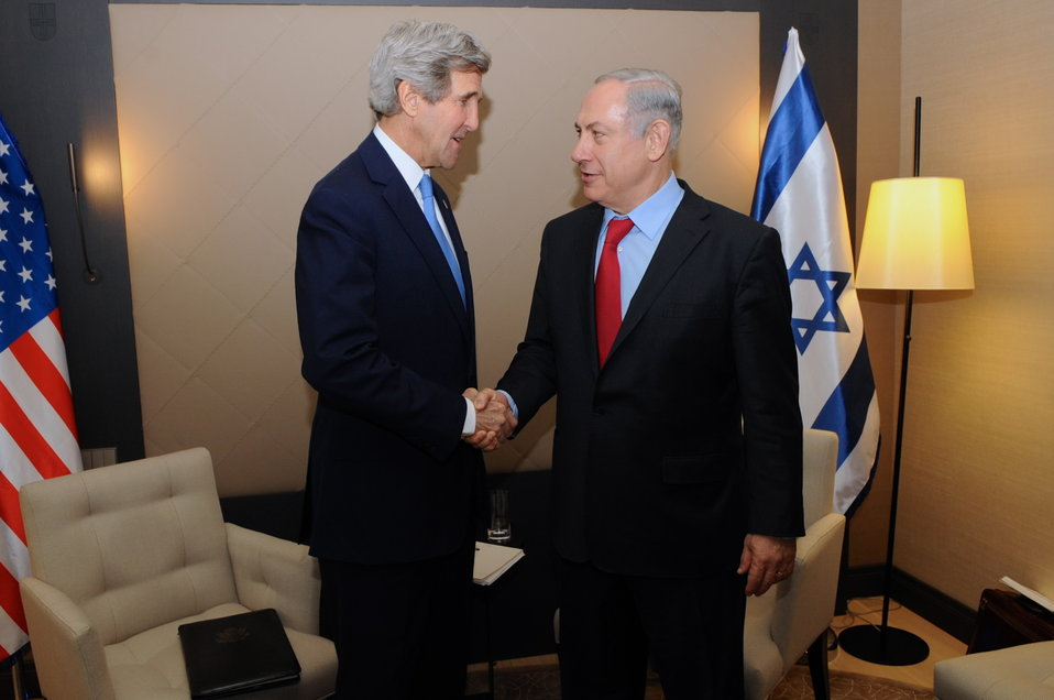 Secretary Kerry Shakes Hands With Israeli Prime Minister Netanyahu in Davos