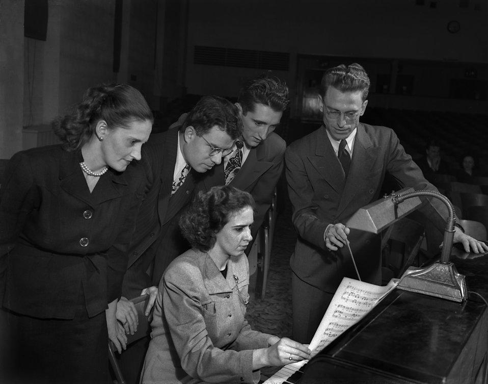 Community Chorus Rehearsal 'Merry Window'