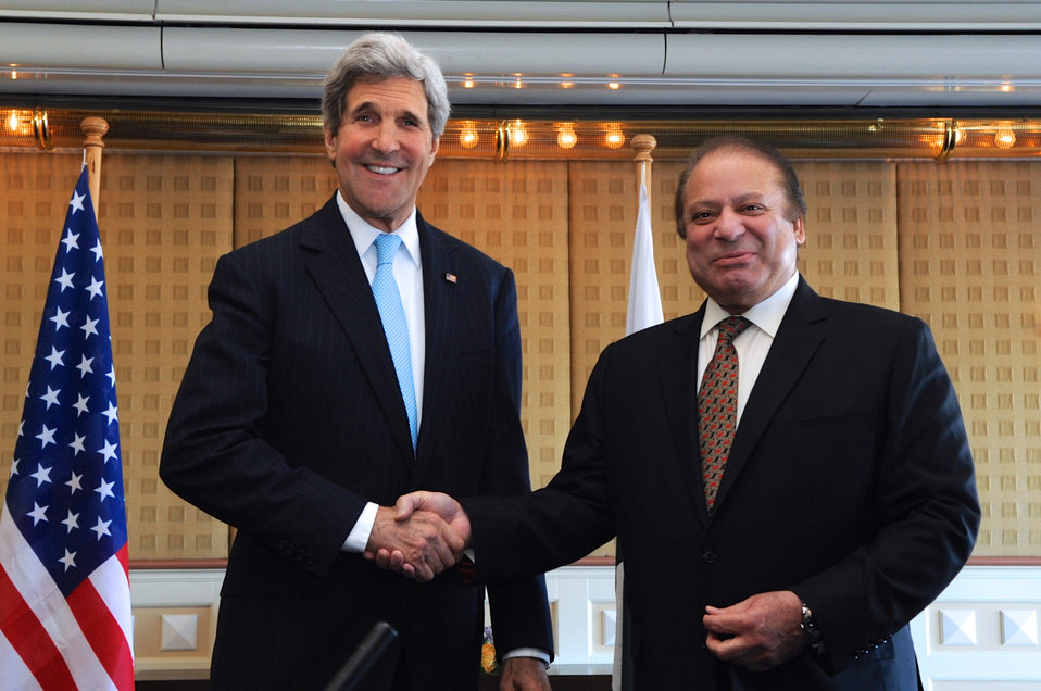 Secretary Kerry Shakes Hands With Pakistani Prime Minister Sharif in The Hague