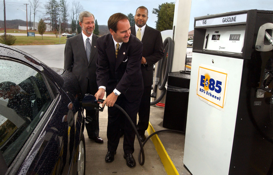 E-85 Fuel Opening at Federal Building
