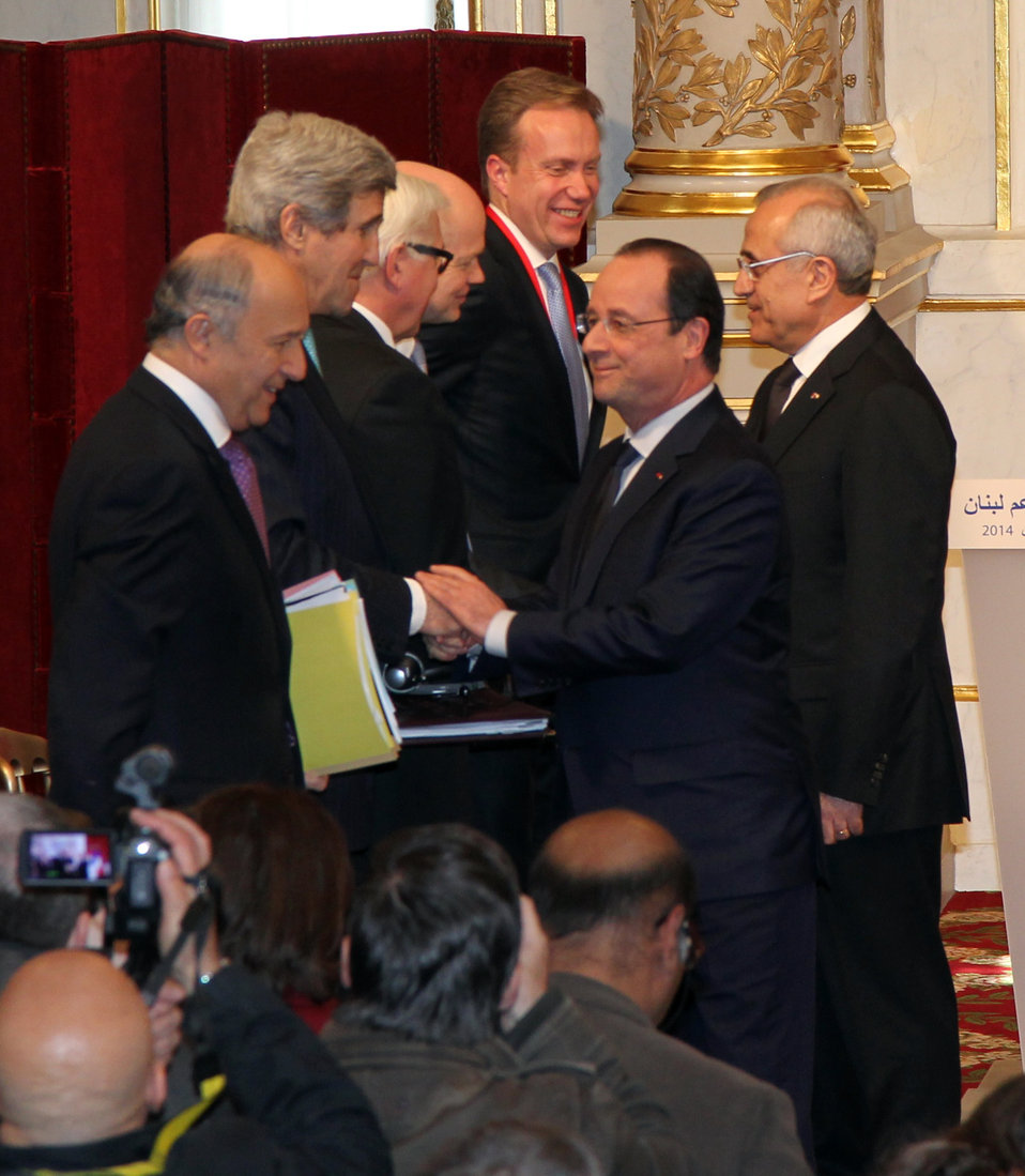 French President Hollande Welcomes Secretary Kerry to Paris