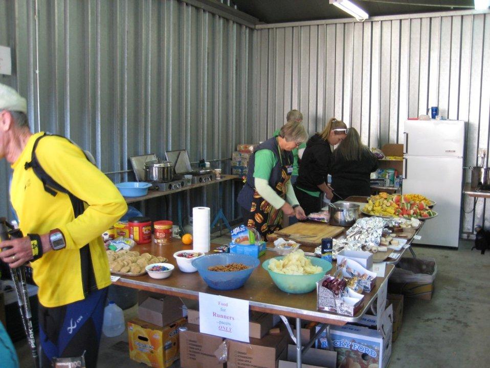 Food serving station
