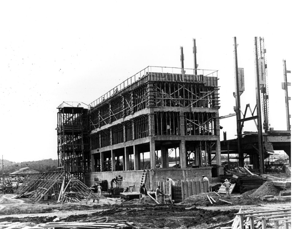 Construction of 'U' Bldg. K-25 Oak Ridge