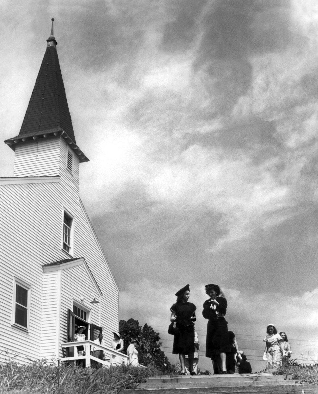 Chapel on the Hill first church  in Oak Ridge