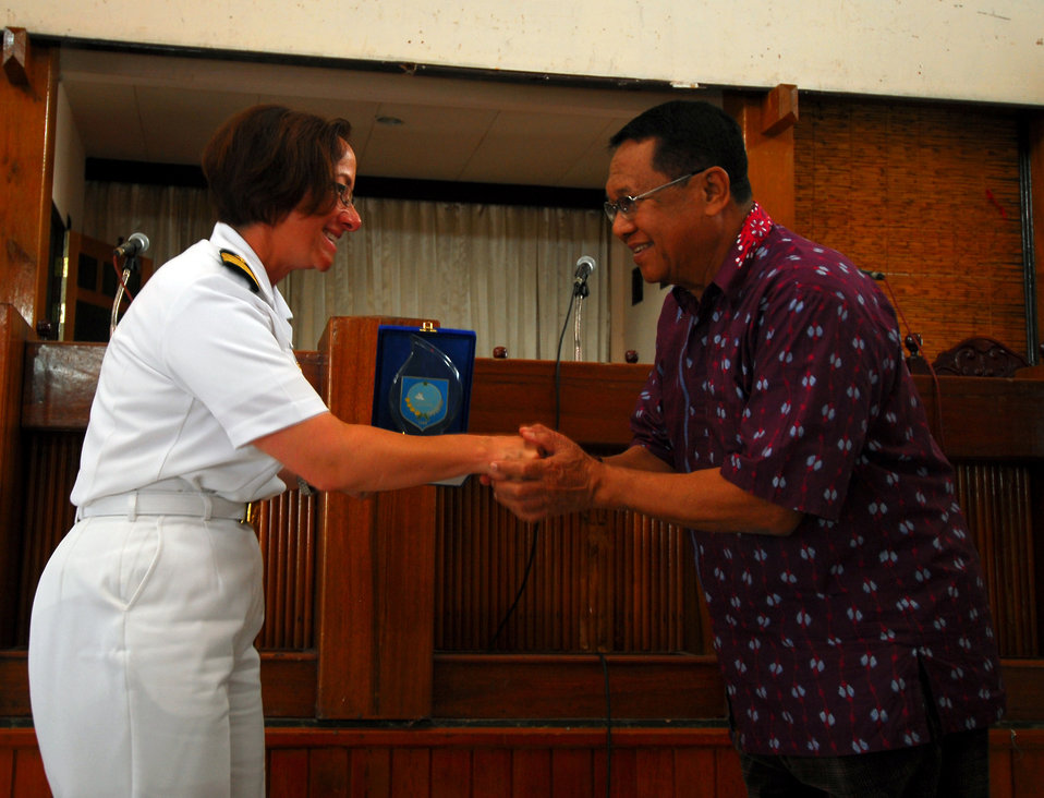 PP 2010 Commander Capt. Franchetti Receives a Gift From a Local Government Official of Ternate, Indonesia