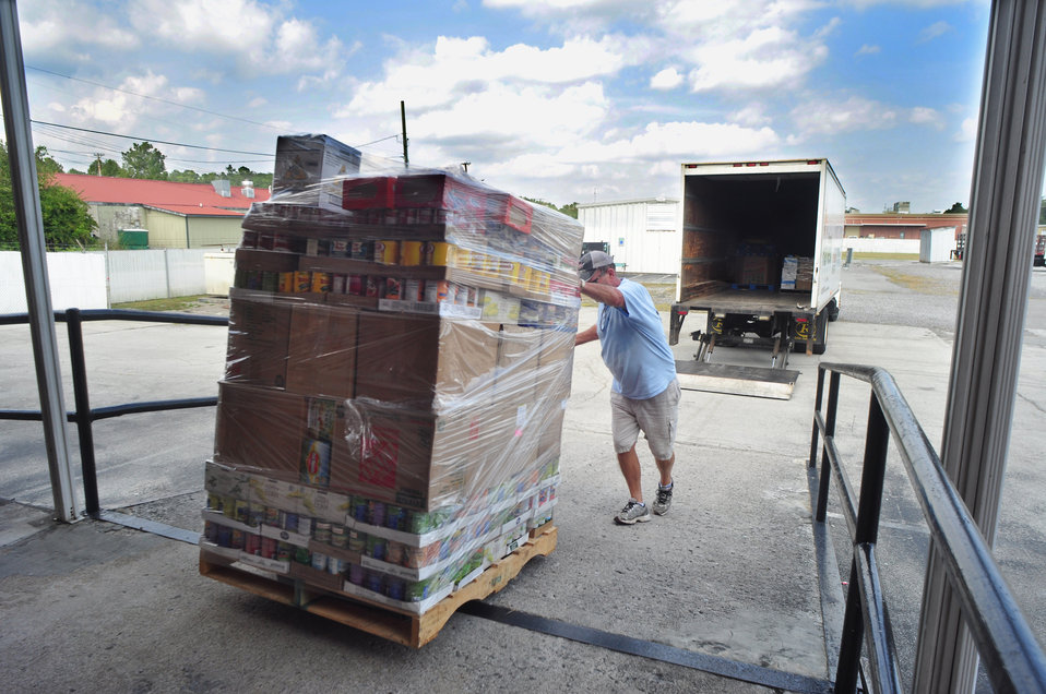 DOE ORO Feds Feed Famlies Food Drive for Second Harvest