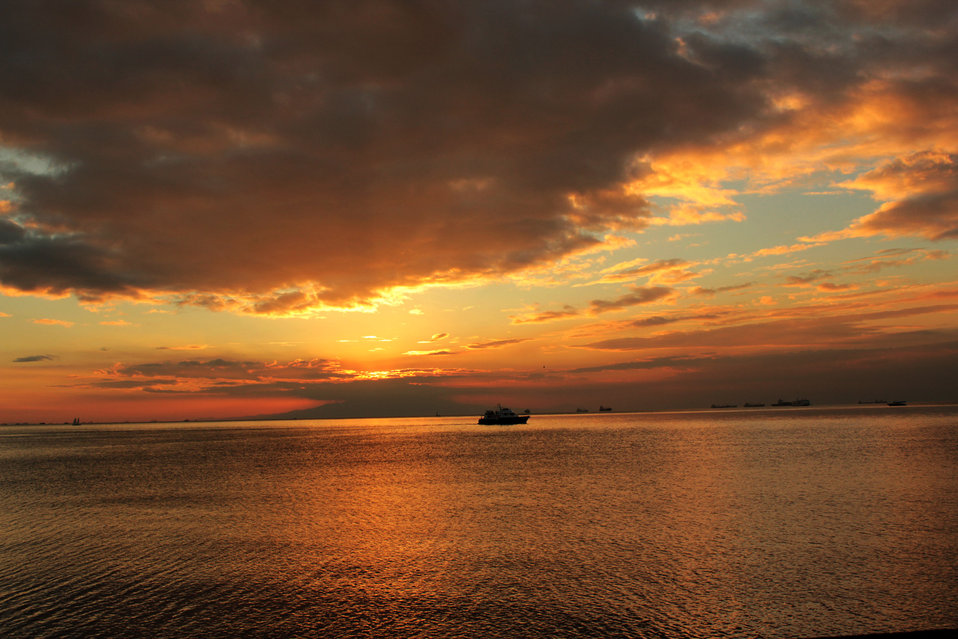 Sunset in manila bay 3