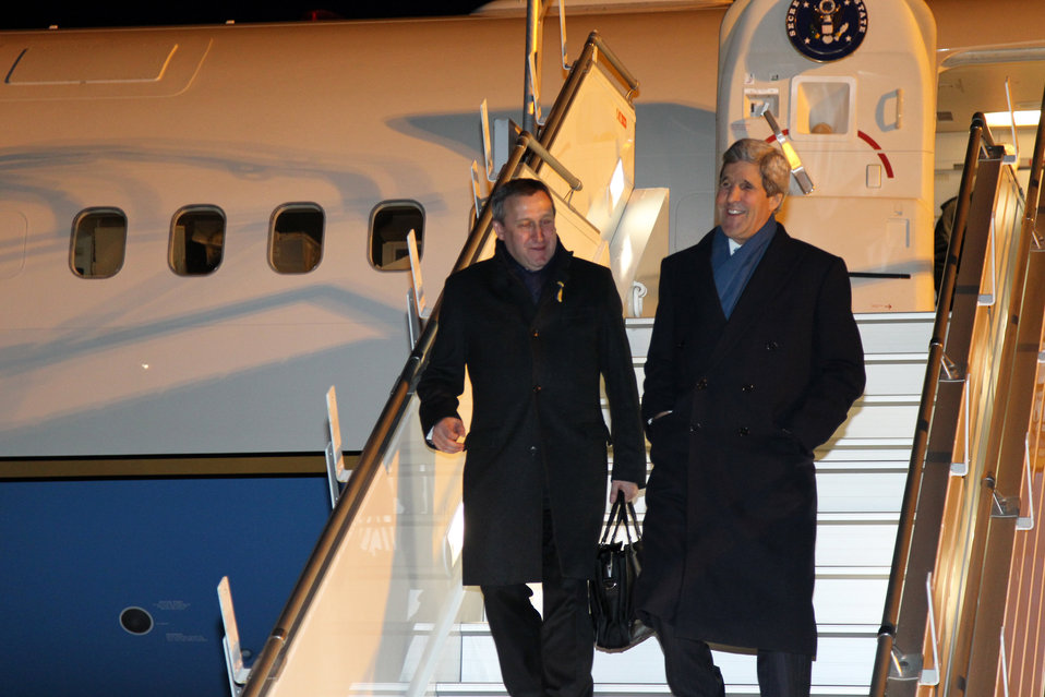 Secretary Kerry and Ukrainian Foreign Minister Deshchytsia Arrive in Paris
