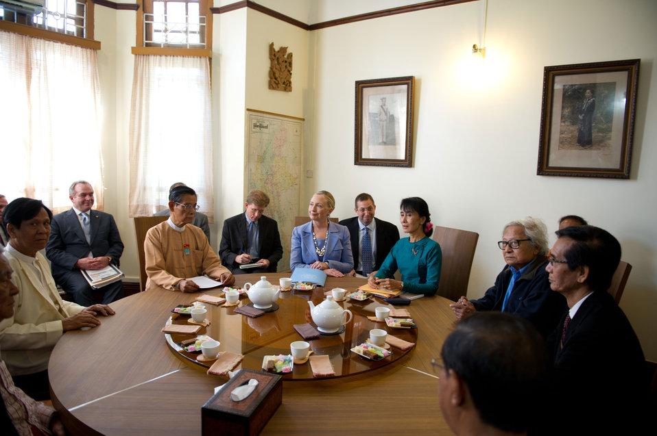 Secretary Clinton Meets With Daw Aung San Suu Kyi