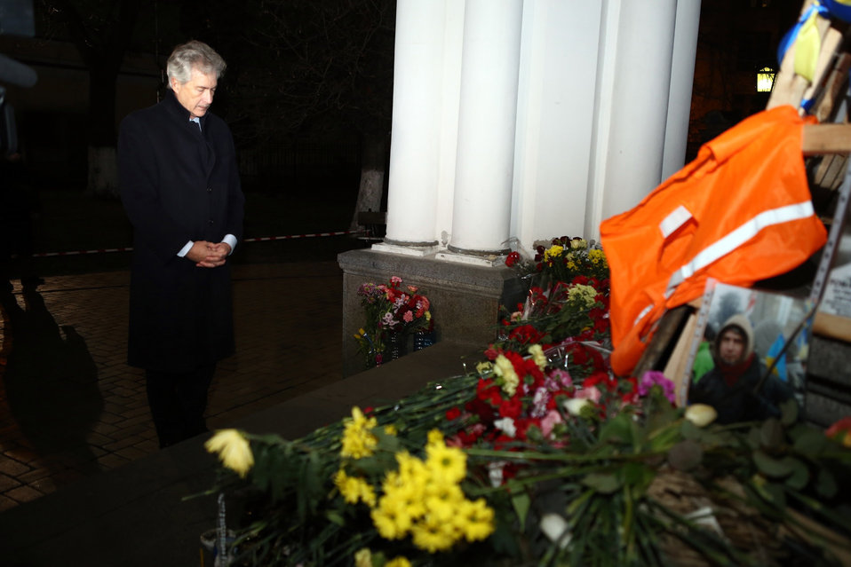 Deputy Secretary Burns Honors the Memory of Victims of the Tragic Events in Ukraine