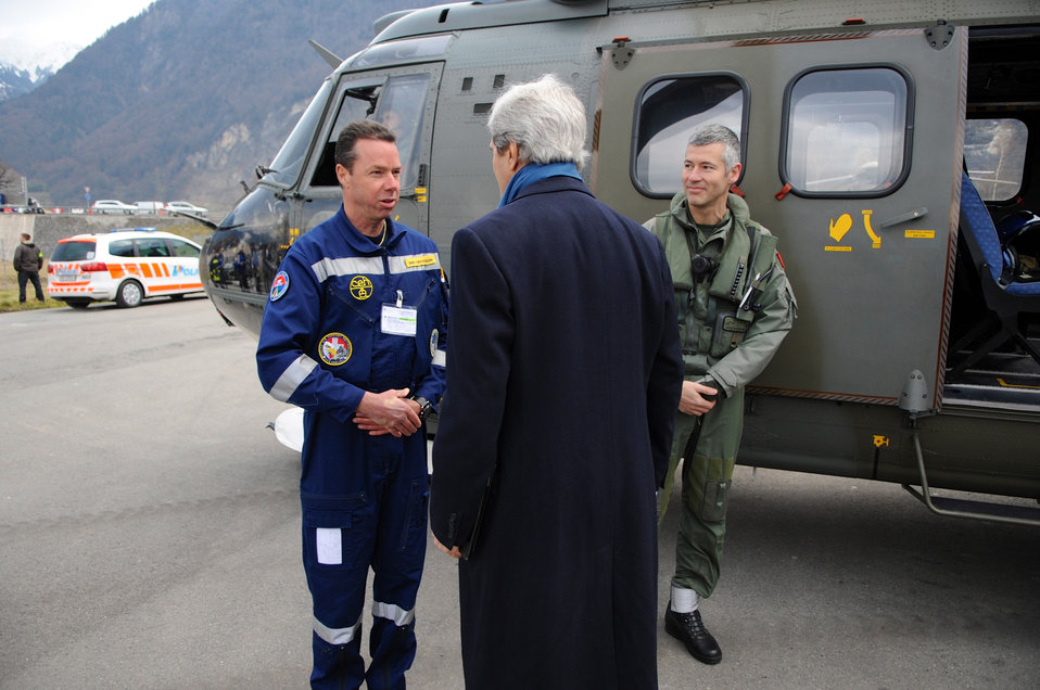 Secretary Kerry is Greeted by Members of Swiss Flight Crew