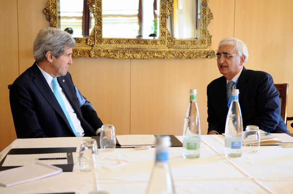 Secretary Kerry, Indian Foreign Minister Khurshid Meet on Sidelines of Geneva II Conference