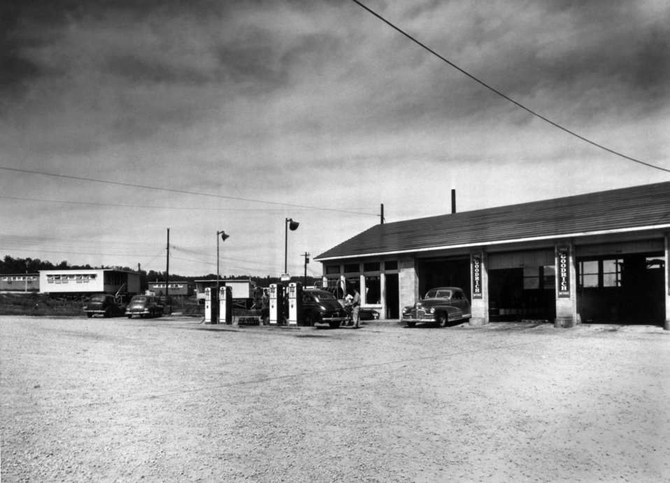 Service Station on Oak Ridge Turn Pike