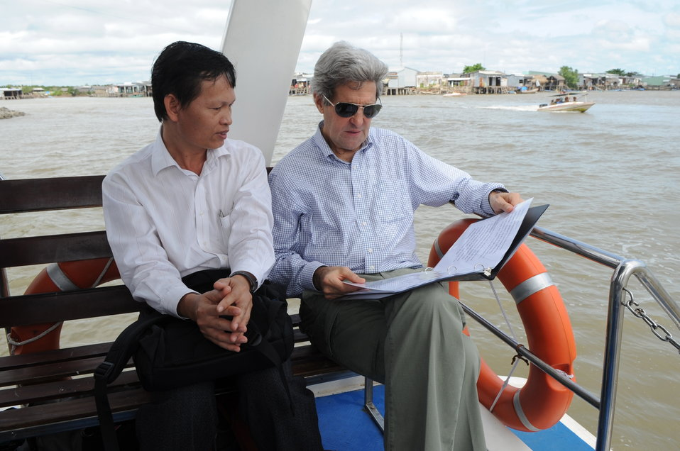 Secretary Kerry Chats With Climate Change Researcher Dang Kieu Nhan