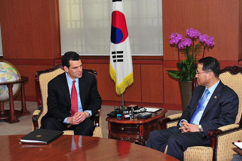 U.S. Treasury Under Secretary for Terrorism and Financial Intelligence, David Cohen, speaks with Kim Kyou-hyun, the First Vice Minister of Foreign Affairs at the Ministry of Foreign Affairs and Trade in South Korea on Wednesday, March 20, 2013