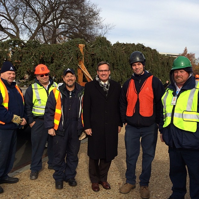Architect of the Capitol Stephen Ayers and AOC staff receive the Capitol tree.