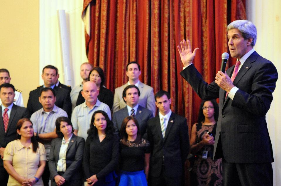 Secretary Kerry Thanks Typhoon Haiyan Helpers From Embassy Manila