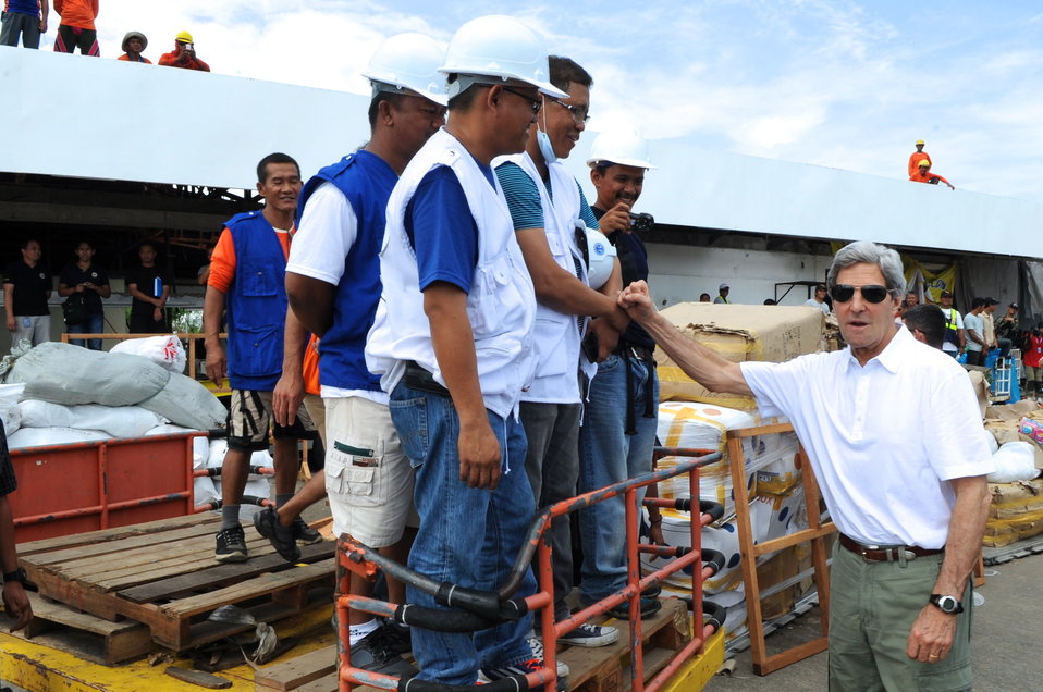 Secretary Kerry Thanks Recovery Workers Rebuilding the Tacloban City Airport