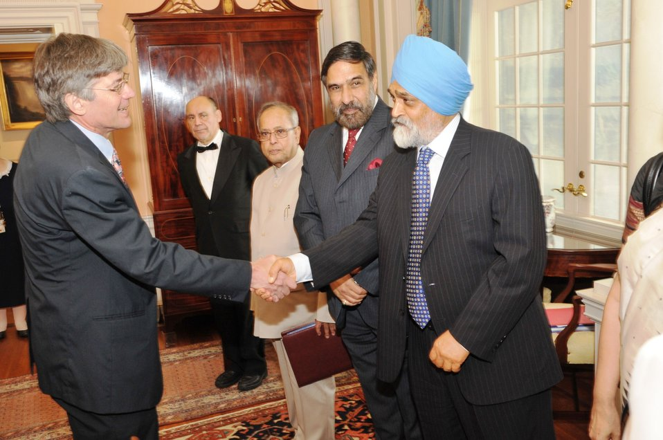Deputy Secretary Steinberg Shakes Hands With Indian Deputy Chairman of the Planning Commission Montek Singh Ahluwalia
