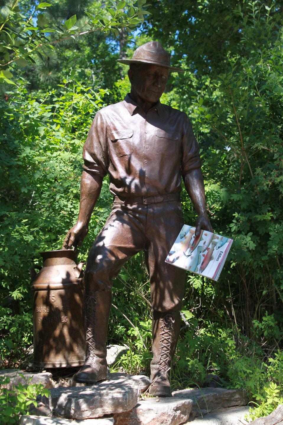 MIB - Men in Bronze Read Eddies
