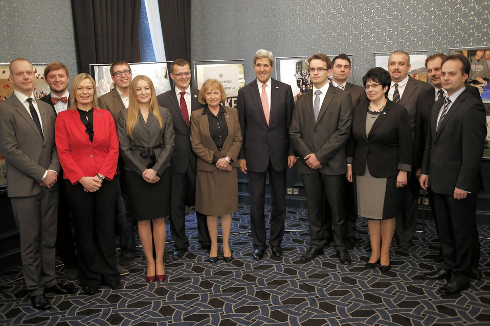Secretary Kerry Meets With Alumni From the Polish Ministry of Science and Higher Education's Top 500 Innovators Program