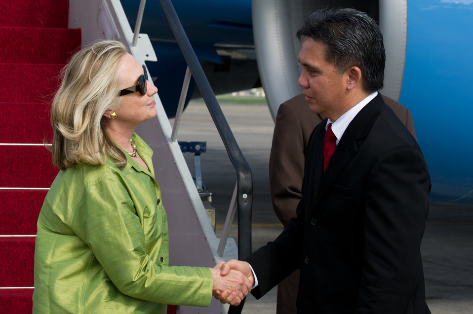 Secretary Clinton Is Greeted By Indonesian Director of Protocol Kandou