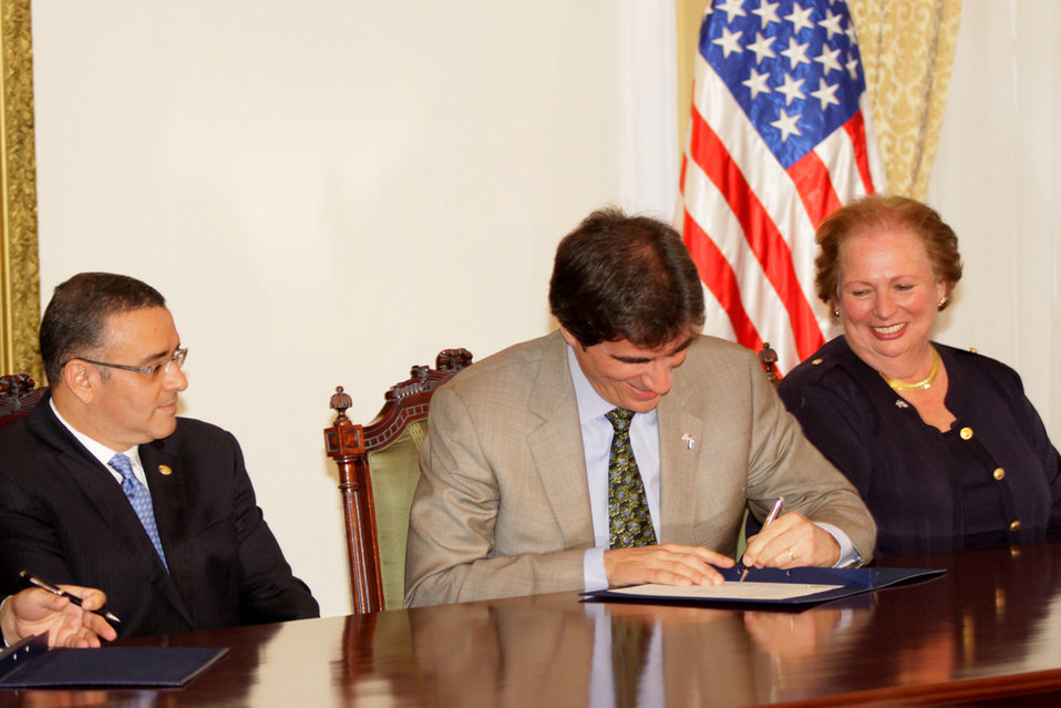 Assistant Secretary Fernandez Signs the Partnership for Growth Initiative