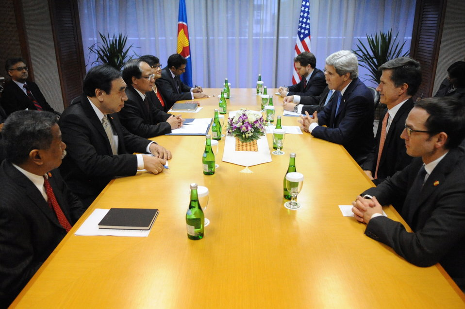 Secretary Kerry Meets With ASEAN Secretary-General Minh in Jakarta