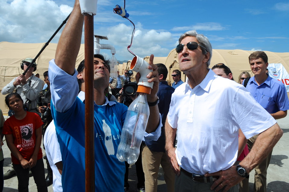 Secretary Kerry is Briefed on Inexpensive Green Lighting to Help Typhoon Victims
