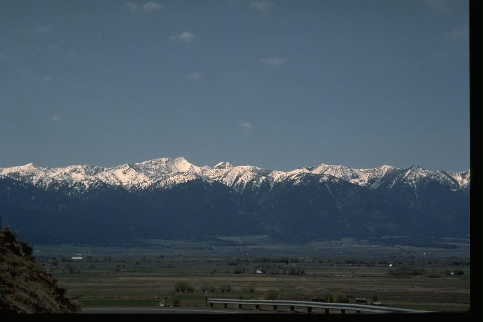 View of Baker Valley, Blue Mountain from the center.