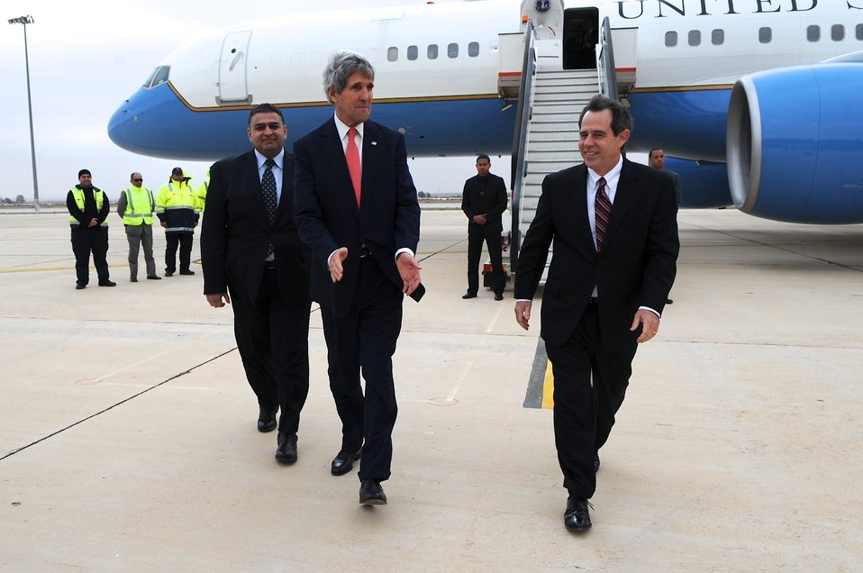 Secretary Kerry Arrives in Amman to Brief on Middle East Peace Talks