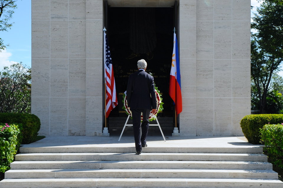 Secretary Kerry Participates in a Wreath-Laying at the American Cemetery in Manila