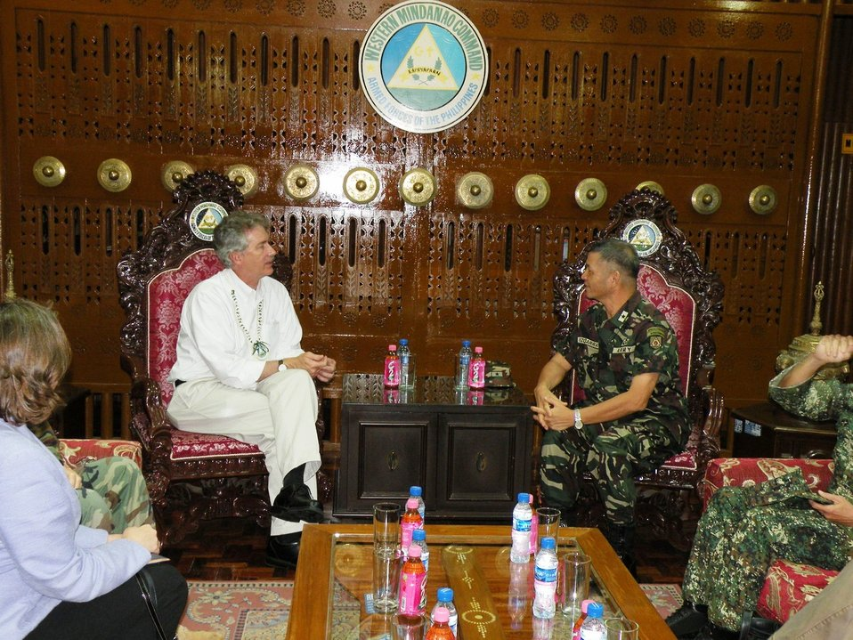 Under Secretary Burns Speaks With Philippine Western Mindanao Deputy Commander BG Jose Vizcarra