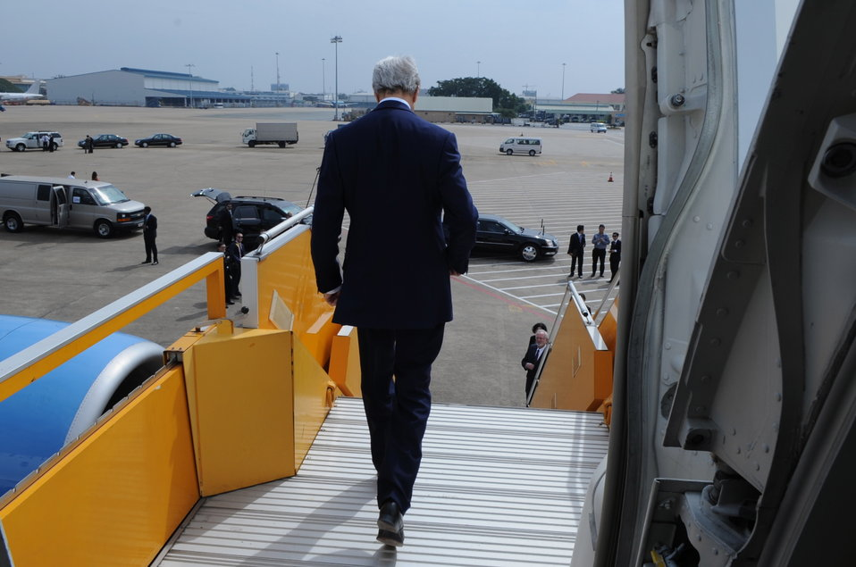 Secretary Kerry Arrives in Vietnam