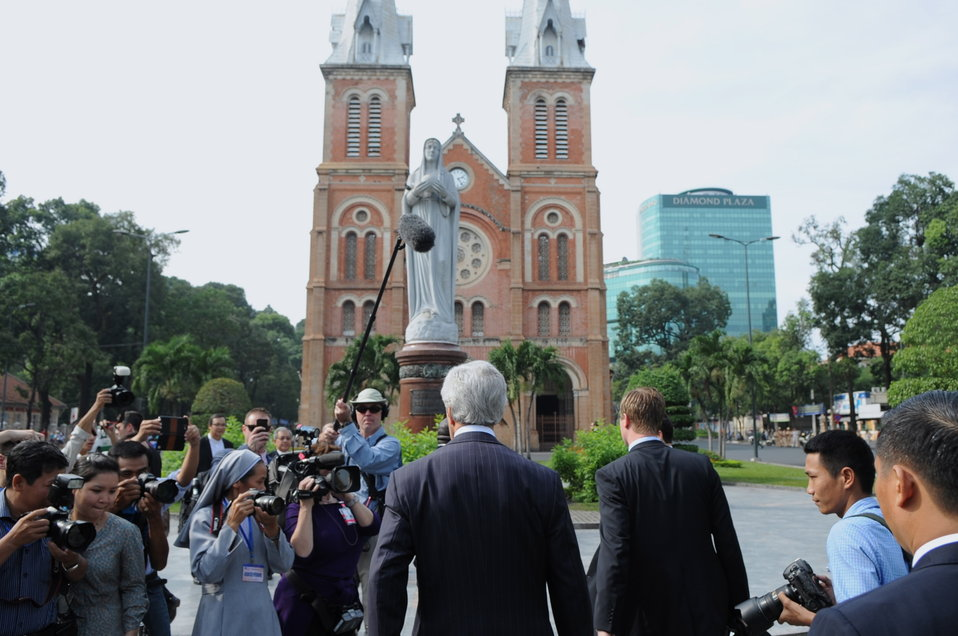 Secretary Kerry Arrives at Notre Dame Cathedral in Vietnam for Mass