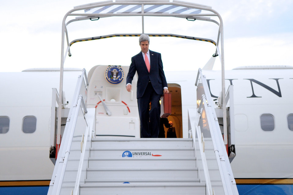 Secretary Kerry Arrives in Paris For Meeting With Russian Foreign Minister Lavrov
