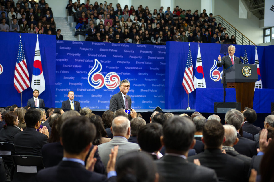 Vice President Biden Introduces Ambassador Kim at Yonsei University
