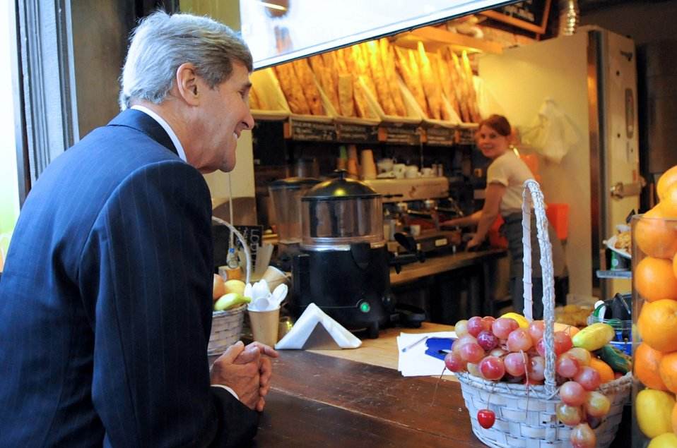 Secretary Kerry Visits a Warsaw Bakery