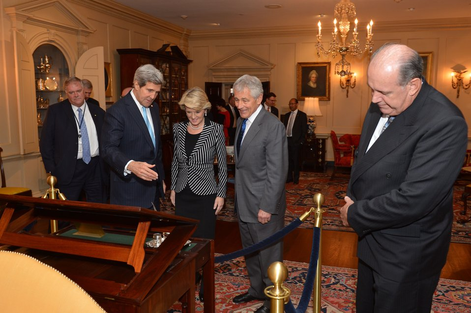 Secretary Kerry Shows Off Thomas Jefferson's Desk
