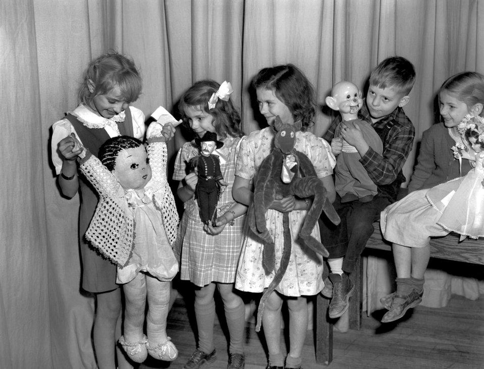 Doll Show Highland View School Oak Ridge