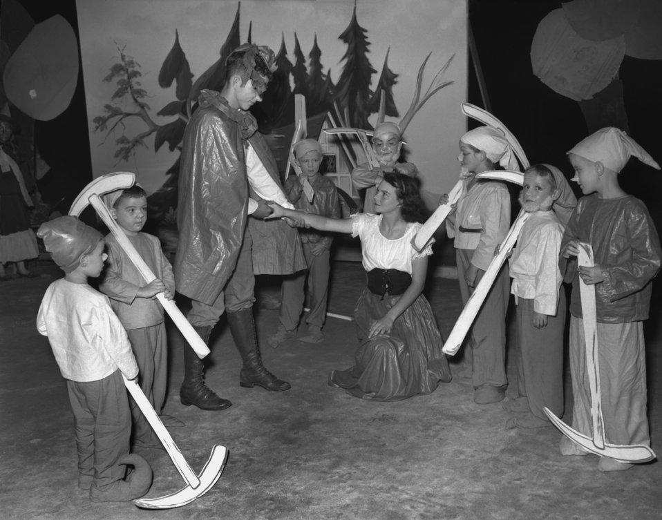 Snow White Play Oak Ridge
