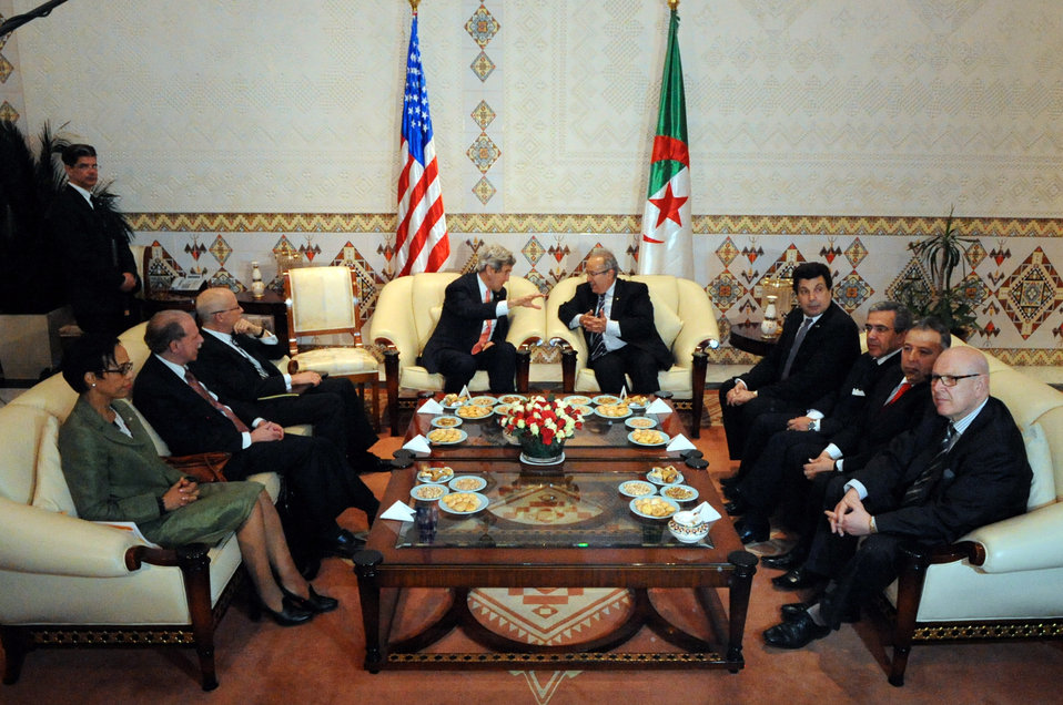 Algerians Welcome Secretary Kerry With Traditional Tea Ceremony