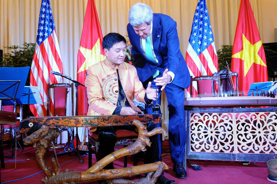 Secretary Kerry Receives Instruction on Playing a Vietnamese Monochord