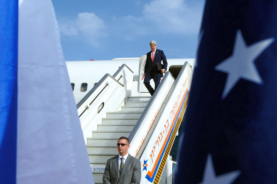 Secretary Kerry Arrives in Tel Aviv