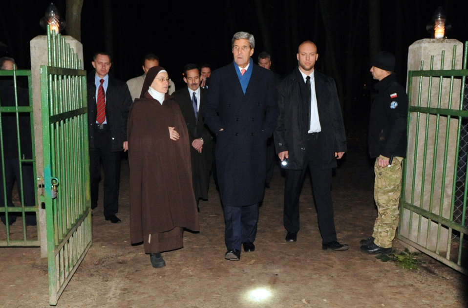 Secretary Kerry Arrives at Laski Cemetery to Pay Respects to Former Polish Prime Minister Mazowiecki