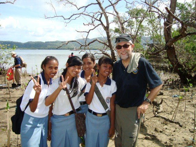FSLO Weinz and Indonesian High School Students Plant Mangrove Trees