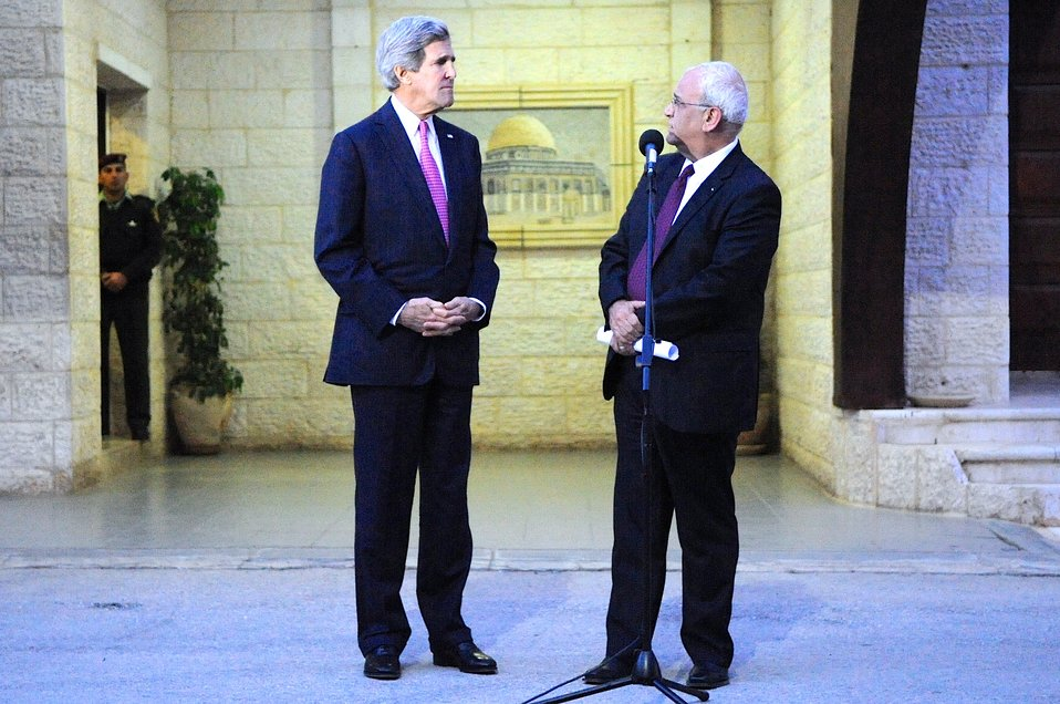 Palestinian Negotiator Erekat Addresses Reporters With Secretary Kerry in West Bank