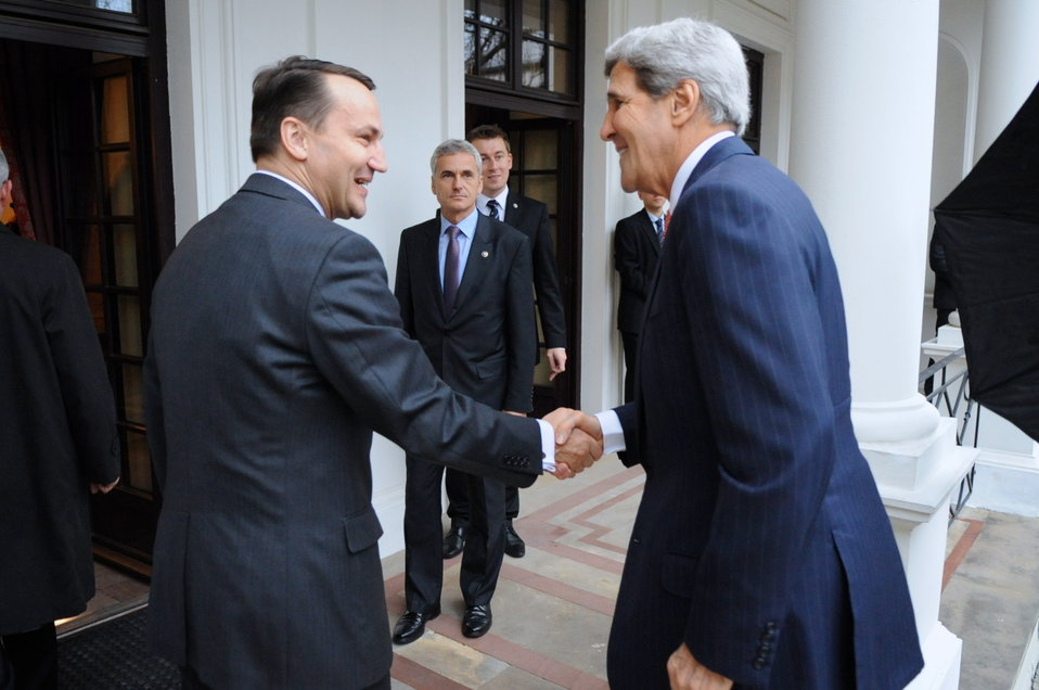 Polish Foreign Minister Sikorski Welcomes Secretary Kerry to Warsaw